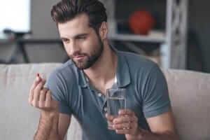 Men takes tablet